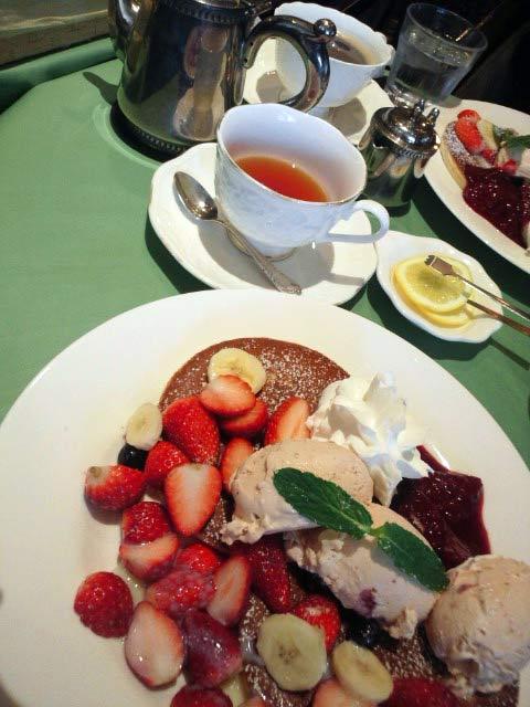 2014年3月いっぱいで終了した富士ホテル。最後にベリーとイチゴたっぷりのパンケーキを食べに行きました。